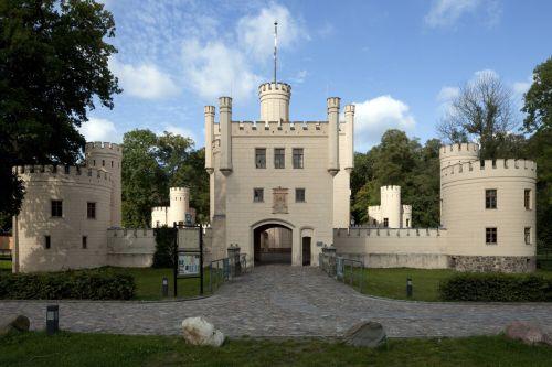Letzlingen (Gardelegen), Ehemaliges Jagdschloss, von Osten. Aufnahme: Uwe Gaasch, 2011